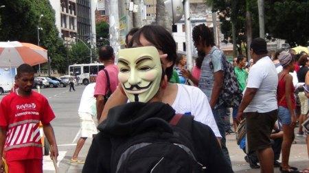 """O Saci aventou a possibilidade de alguém da diretoria da APUB estar escondido atrás da máscara de """"indignado""""."""
